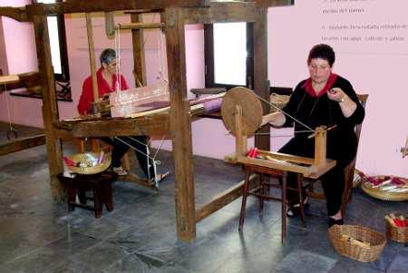 Weaving silk, El Paso silk museum, La Palma, Canary Islands