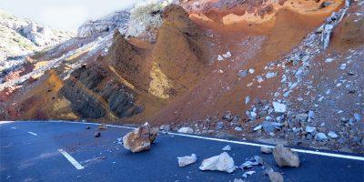 Rocks on the road to the Roque de Los Muchachos