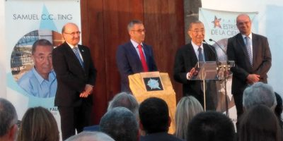 Samuel Ting being given his star in the San francisco convent in Santa Cruz de La Pama