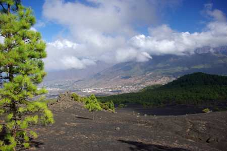 Llanos del Jable, with El Paso behind, La Palma