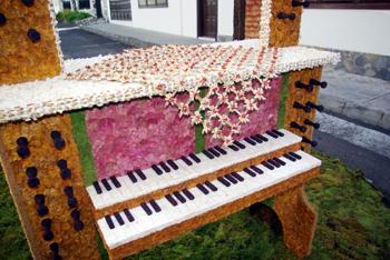 Piano shaped Corpus Christi archway