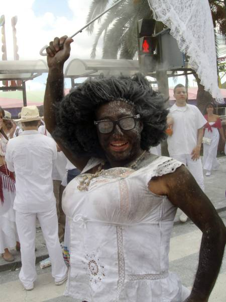 A white man dressed as a black woman for Los Indianos, Santa Cruz de La Palma