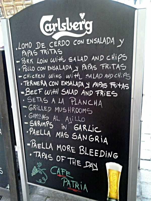 Menu blackboard in Santa Cruz de La Palma, which offers 'Paella More Bleeding'