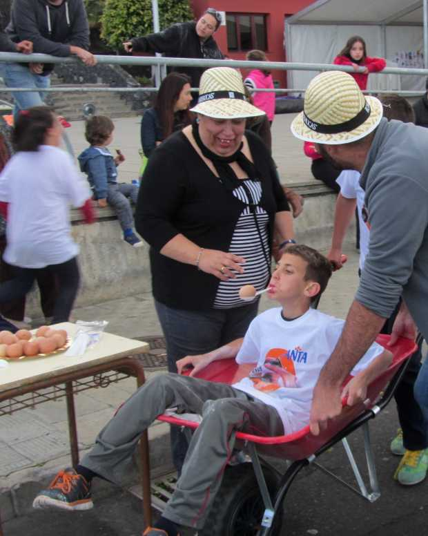 Carrying an egg with a spoon in your mouth,San Jose wheelbarrow race, Breña Baja