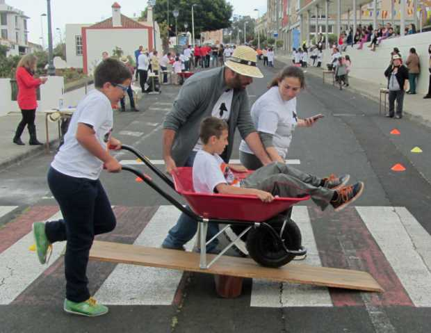 Over the sea-saw, San Jose wheelbarrow race, Breña Baja