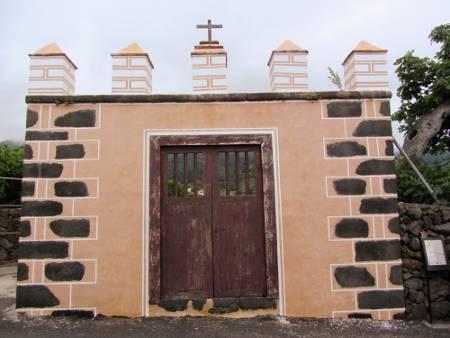 Imposing portal in Bre%C3%B1a Alta, La Palma island with five battlements.
