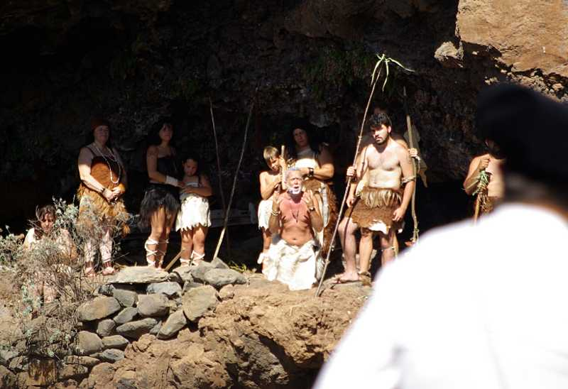 The cheif of the Awara,  asking the Spanish invaders to leave peacefully, La subida de la virgin, Santa Cruz de La Palma