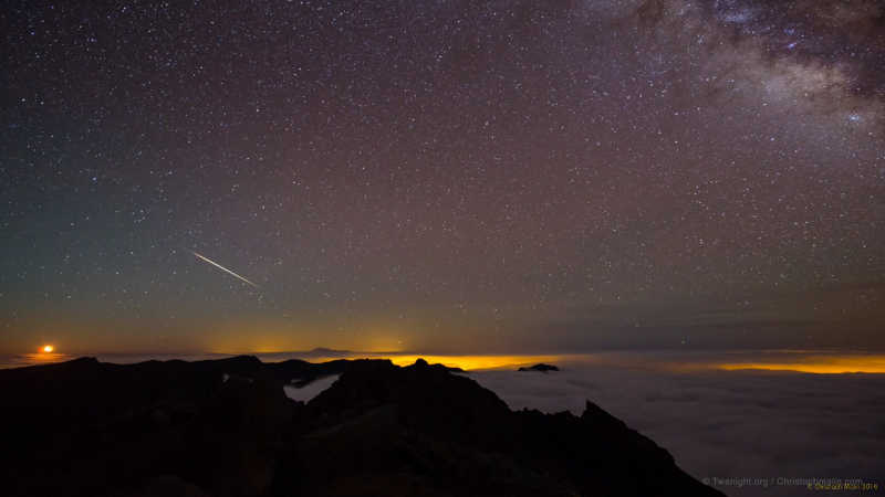 A Geminid meteor over the Caldera de Taburiente, captured by Christoph Marlin