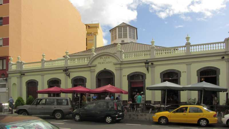 The outside of Santa Cruz market