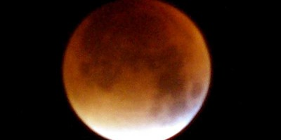 Sheila Crosby's photo of last night's luncar eclipse from the Roque de Los Muchachos