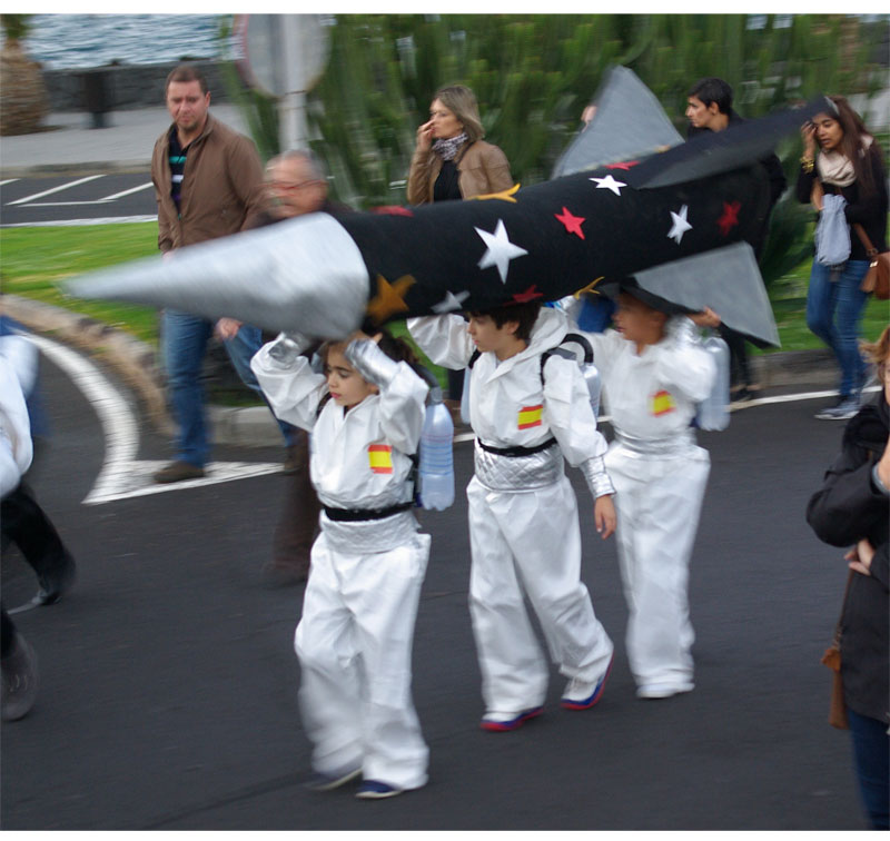Three kids dressed as astronauts with a cardboard rocket at Los Cancajos carnival parade, 2016