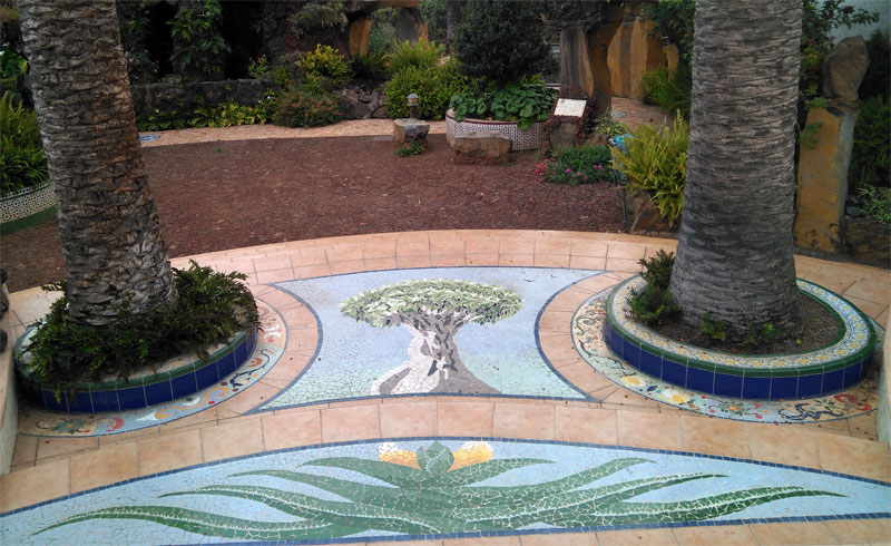 A mosaic between two palm trees, entrance to Antonio Gomez Felipe park, Los Llanos de Aridane