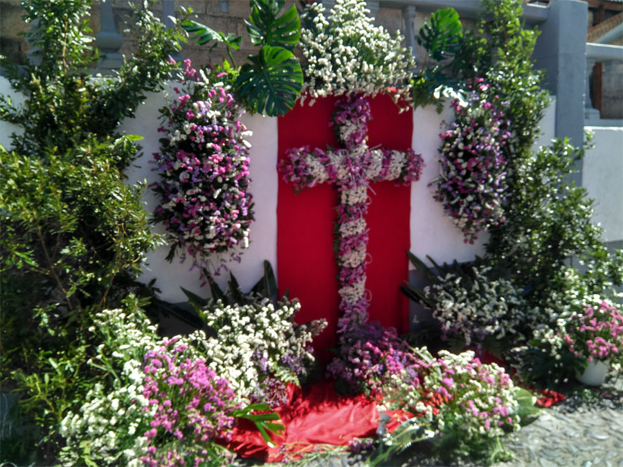 A roadside cross decorated with flowers, fiesta de la cruz, Santa Cruz de La Palma