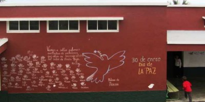 eace Day doves at an infant school, Breña Baja